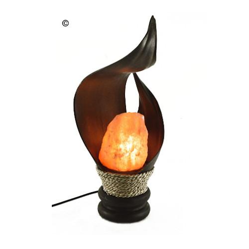 lampada di sale incrocio con foglia di cocco